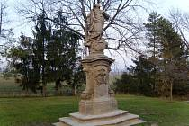 Třebnouševeská socha sv. Vavřince, přestěhovaná do centra Vinice.