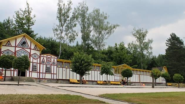 Koupaliště Dachova u Hořic.