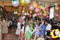 Maškarní karneval v Holovousích.