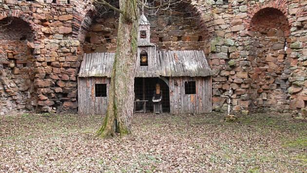 Dřevěný poustevník v Libosadu.