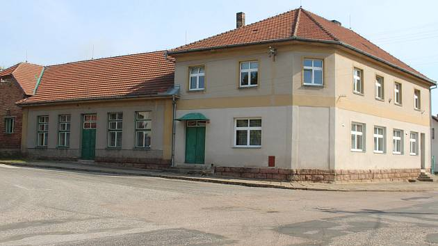 Obec Lužany vybuduje za 4 miliony z hostince vývařovnu s výdejnou pro děti a seniory.