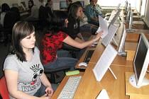 Ze soutěže v psaní na klávesnici.