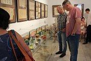 Výstava hraček a karet v novopackém Suchardově domě.