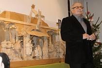 Výstavu betlémů uvedl v novopackém Suchardově domě emeritní ředitel muzea Miloslav Bařina.