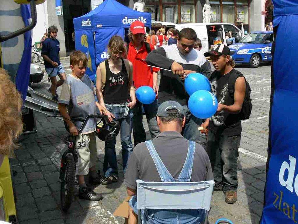 Děti měly zájem také o balonky s logem Deníku.