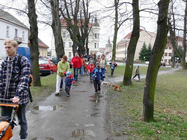 Z tradičního jičínského pochodu Za Rumcajsem.