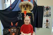 Do Mateřské školy Máj v Jičíně dorazili čerti a byly s nimi žerty, protože si  s nimi děti mohly hrát. Skutečný byl jen Mikuláš, co rozdával dárky.