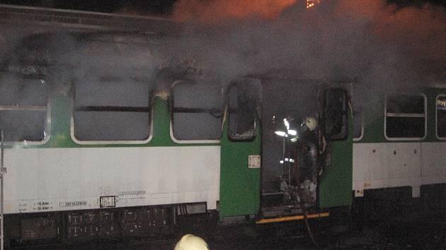 Na královéhradeckém nádraží došlo k požáru železničního vagonu.