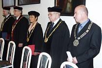 Ze zahájení vysokoškolského studia v Jičíně, 7. října 2005.