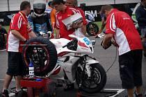 ZÁVODNÍ OKRUH v Misanu jičínskému týmu COM PLUS SMS RACING body nepřinesl. Na snímku  zachycen v Portugalsku v roce 2012 francouzský jezdec Valentin Debise.