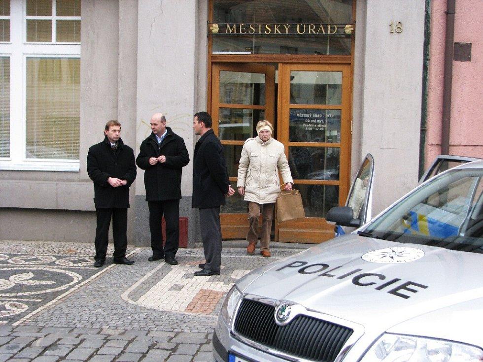 Z předváděcí akce policie - moderní technika a nové automobily.