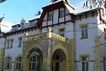 Budova bývalé léčebny v Železnici.