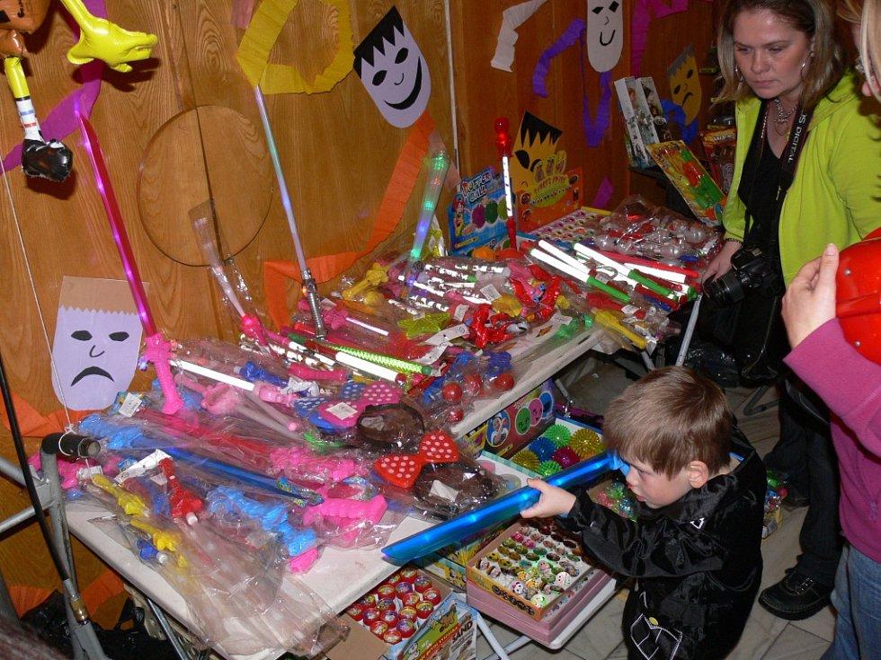 Dětský maškarní karneval ve Valdicích.