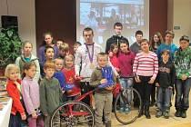 Beseda paralympionika Davida Vondráčka s dětmi ze ŽBB.