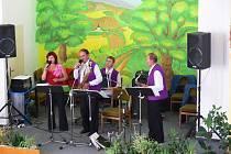 Z koncertu kapely Josef Vance v Židovicích.