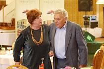 Dvě z hlavních rolí svěřil režisér Miriam Kantorkové a Ladislavu Trojanovi, kteří se - ve filmovém příběhu - potkali po mnoha letech.