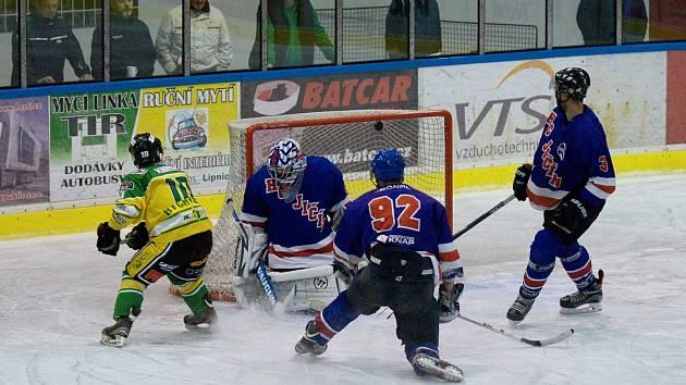 Jasná porážka. Hokejisté Jičína nestačili na Dvůr Králové a podlehli mu na jeho ledě vysoko 2:8.