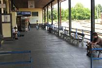 Z jičínského vlakového a autobusového nádraží během dne stávky.
