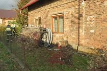 Nehoda peugeotu v JIčíněvsi.