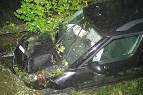Střet auta se stromem u Miletína.
