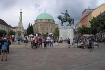 CENTRUM A CÍL semifinále sprintu se konaly u mešity v samém centru Pécse.