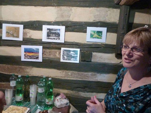 Malířka Zuzana Špačková vystavuje v Bukvici.