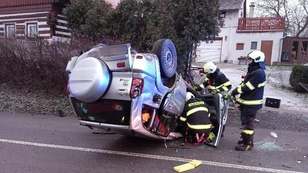 Dopravní nehoda ve Studeňanech na Jičínsku.