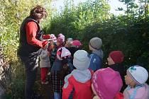 Děti z mateřinky na Cipískově stezce.