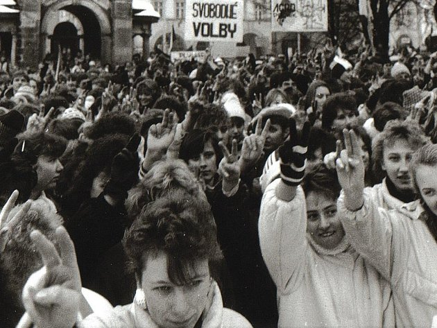 Polistopadové dění roku 1989 v Jičíně.