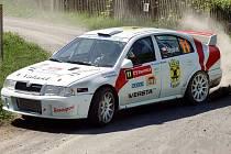Štěpánek s Omelkou na Škoda Octavia WRC.
