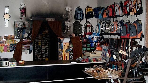 Požár prodejny obuvi v Sobotce.