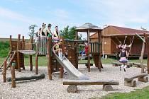 Dětské hřiště v Bystřici, v přírodním areálu, kde jsou pořádány různé kulturní a společenské akce.