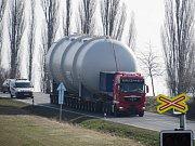 Průjezd nadměrného nákladu Ostroměří