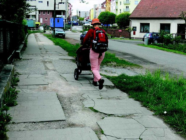Četné jičínské chodníky se dočkají opravy.