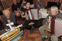 Další z hudebních produkcí Srazilky.