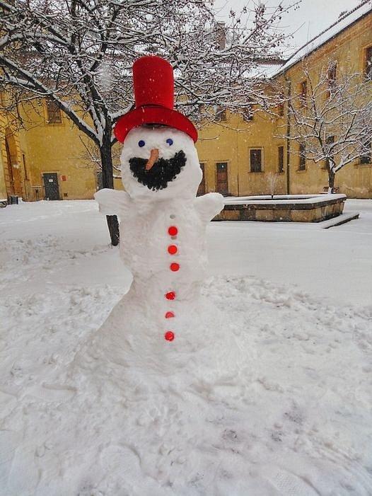 Sněhulák Rumcajs v Jičíně.
