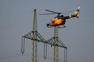 Kontrola vysokého vedení na Jičínsku pomocí vrtulníku a termovize.