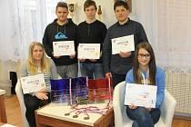 Tým mladých lidí ze Střední školy gastronomie a služeb v Nové Pace se vrátil z hradecké soutěže ověnčen vavříny.