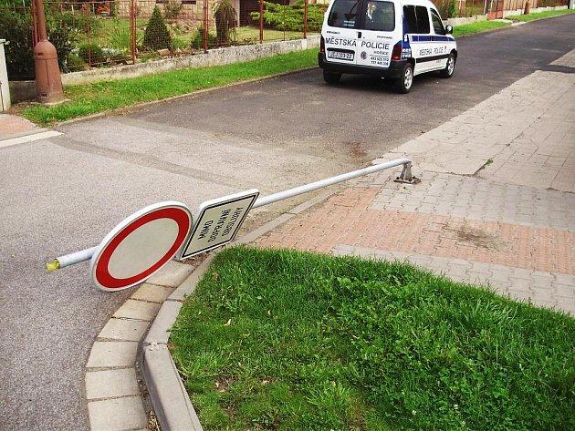 Příklady vandalství v Hořicích.