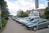 Parkování u jičínské 4. ZŠ.