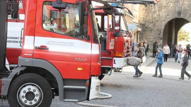 Hasiči likvidovali požár v restauraci na Valdštejnově náměstí.