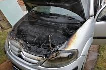 Autu shořel motor.