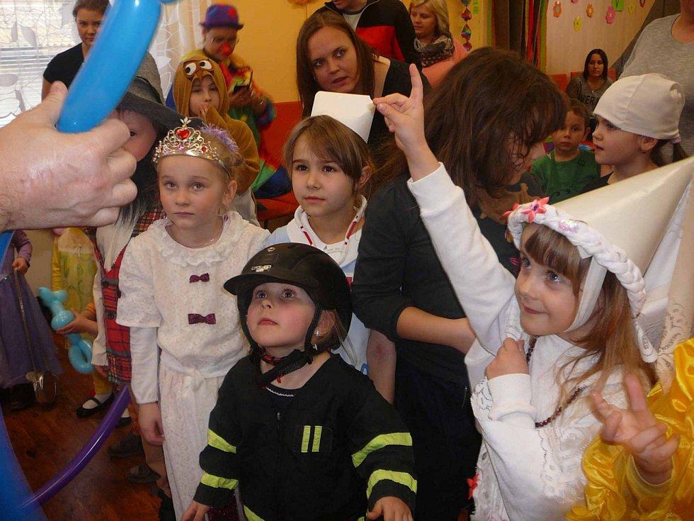 Maškarní karneval ve Vitiněvsi.