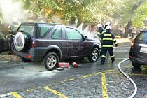 U jičínské pěší zóny vybuchl automobil.