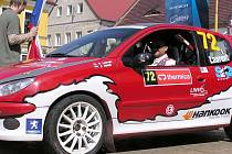 Francouz Dominik Laurent s Peugeotem 206.