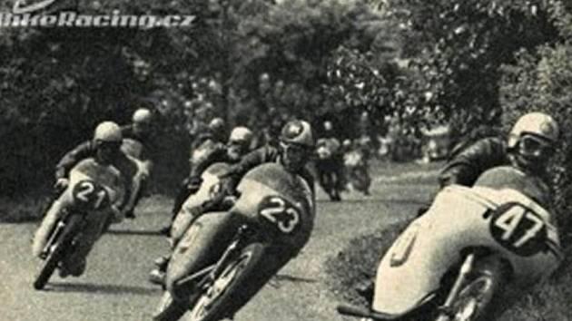 Motocyklové závody.