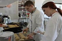 Praktické maturity v novopacké škole gastronomie.