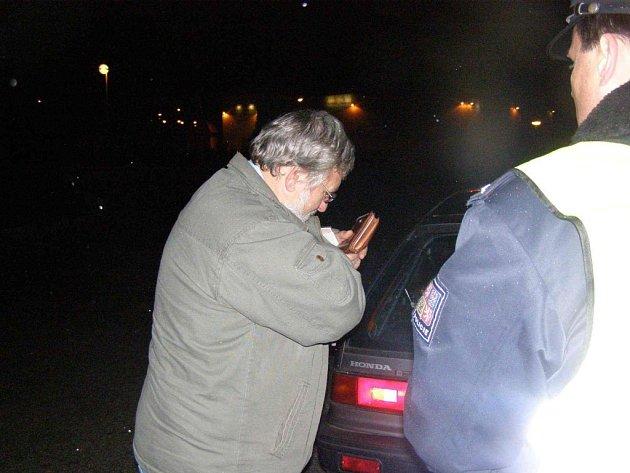 Policejní hlídky kontrolovaly, zda řidiči nepožili před jízdou alkohol.