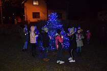 Slavnostní rozsvícení vánočního stromu ve Staré Pace.