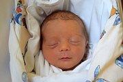 JONÁŠ MIKL se narodil 3. března s porodní mírou 48 cm a váhou 3,02 kg. Radost dělá rodičům Pavle a Janu Miklovým. Šťastná rodina bydlí v Praze.